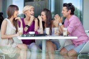 Mit Freunden treffen oder neue Leute kennenlernen