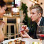 Ein Heiratsantrag im Restaurant ist der Klassiker